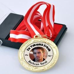 - Fotoğraflı En Yakışıklı Erkek Madalyonu