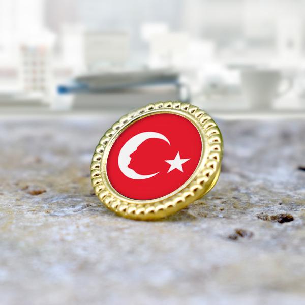 Atatürk Silueti ve Bayrak Yaka Rozeti
