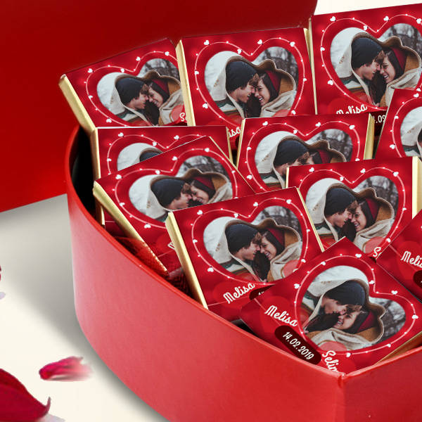 Bizim Güzel Aşkımız Kalp Kutuda Çikolatalar