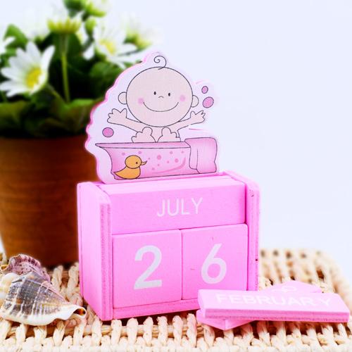 Dekoratif Kız Bebek Ahşap Takvimi