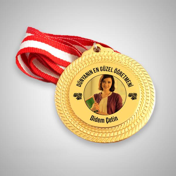 Dünyanın En Güzel Öğretmeni Madalyonu