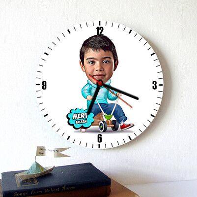- Eğlenen Çocuk Karikatürlü Duvar Saati
