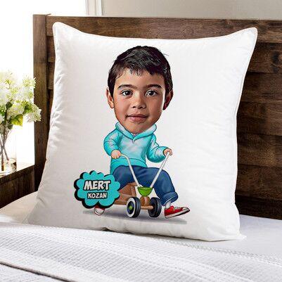 - Eğlenen Çocuk Karikatürlü Yastık