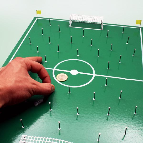 El Yapımı Nostaljik Çivili Futbol Sahası