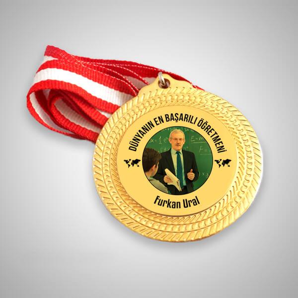 En Başarılı Öğretmen Madalyonu