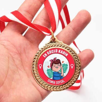 - En Güçlü Kadın Madalyonu