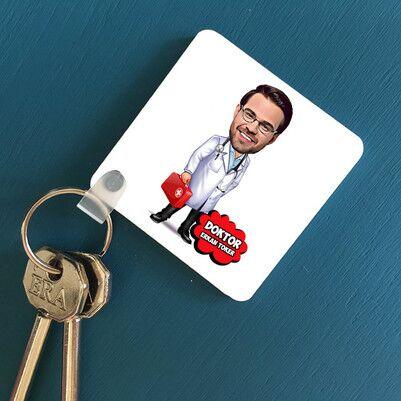 - Erkek Doktor Karikatürlü Anahtarlık