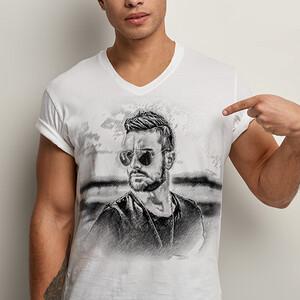 - Erkeklere Özel Karakalem Efektli Tişört