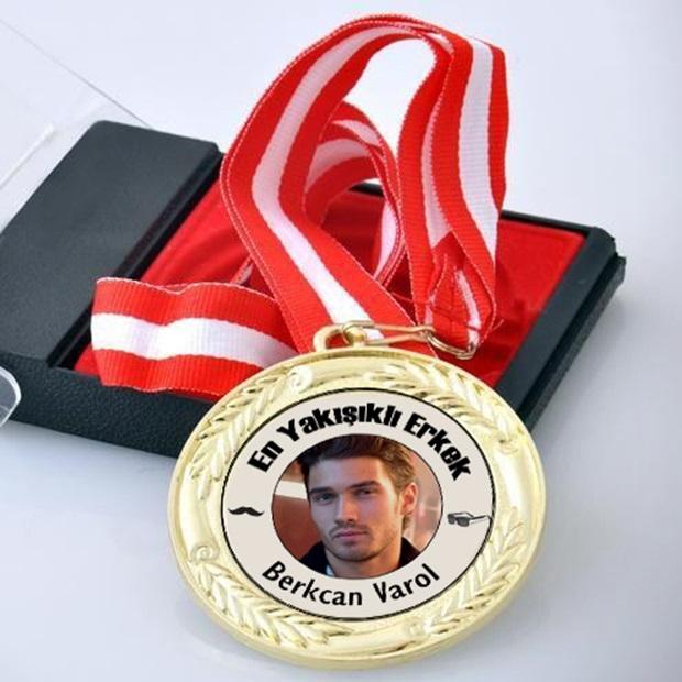 Fotoğraflı En Yakışıklı Erkek Madalyonu