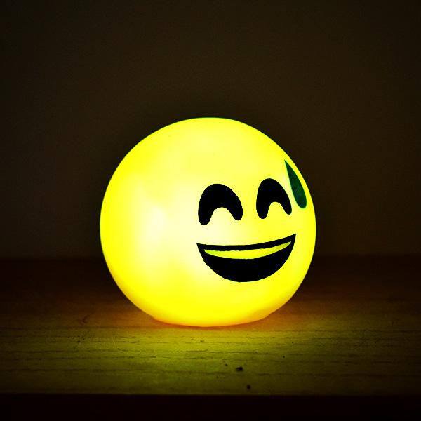 Gülen Surat Emoji Led Lamba