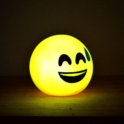 - Gülen Surat Emoji Led Lamba