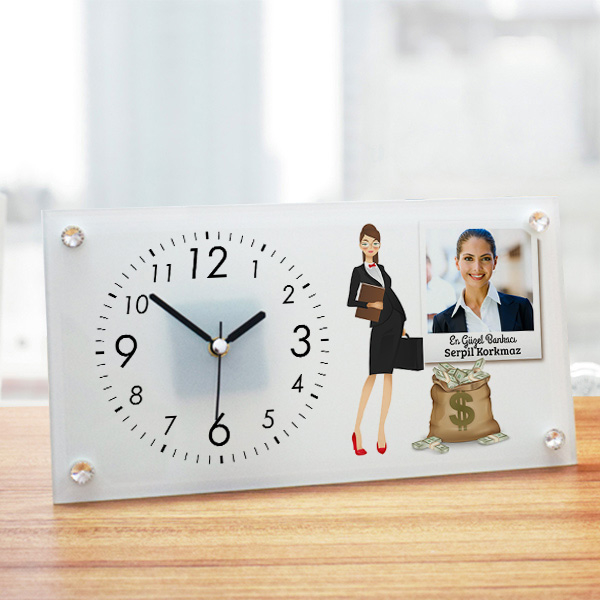 Kadın Bankacıya Hediye Cam Masa Saati