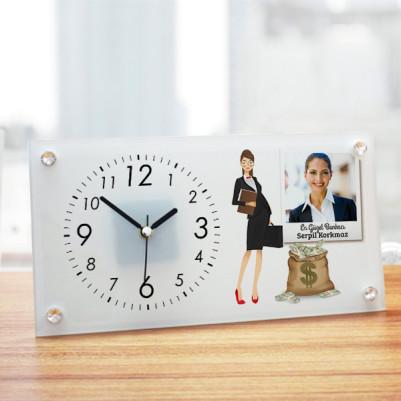 - Kadın Bankacıya Hediye Cam Masa Saati
