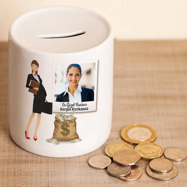 Kadın Bankacıya Hediye Kumbara