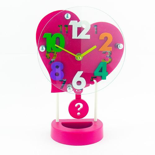 Kalp Şeklinde Sarkaçlı 3D Masa Saati