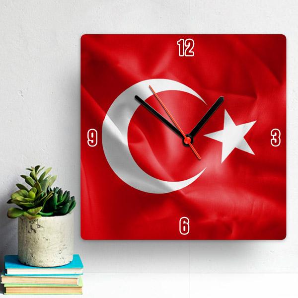 Bayrak Tasarımlı Duvar Saati