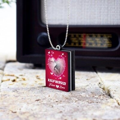Kişiye Özel Romantik Kitap Kolye - Thumbnail