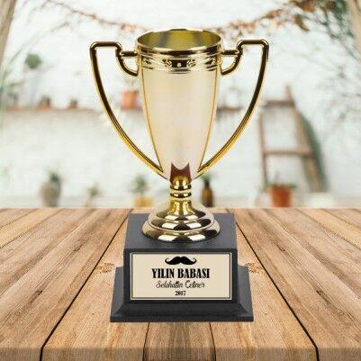 - Kişiye Özel Yılın Babası Ödül Kupası