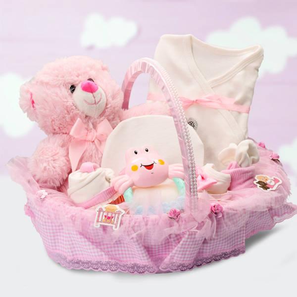 Kız Bebeklere Özel Şık Hediye Sepeti