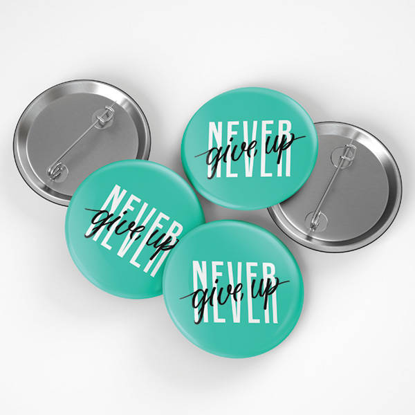 Never Give Up Buton Rozet