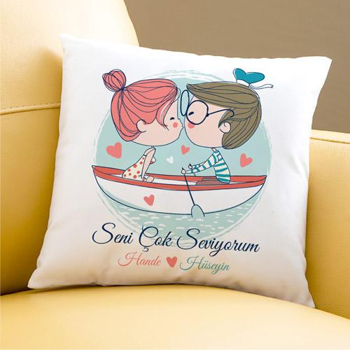 Sandaldaki Aşıklar Sevgili Yastığı