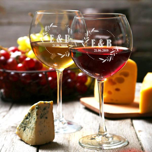 Sevgililere Özel Tarihli Şarap Kadehleri