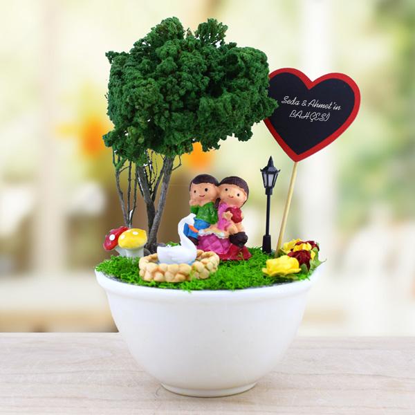 Sevimli Aşıklar Başbaşa Minyatür Bahçe Hediyemencom