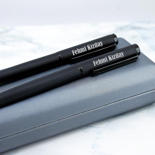 Şık Kutuda İsme Özel 2'li Siyah Kalem Seti