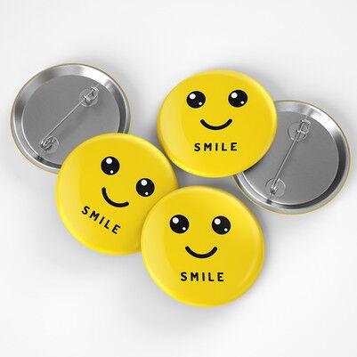- Smile Emoji Tasarımlı Buton Rozet
