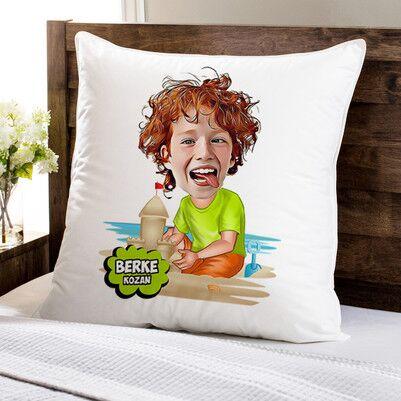 - Tatil Çocuğu Karikatürlü Yastık