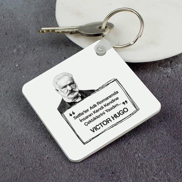 Victor Hugo Esprili Anahtarlık