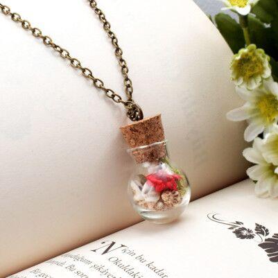 - Yaşayan Kırımızı Çiçekli ve Taşlı Kolye YK100