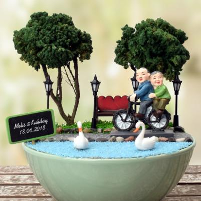 Yaşlı Çiftler Gençliklerini Yaşıyor Minyatür Bahçe - Thumbnail