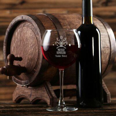 - Yılbaşı Tasarımlı Kişiye Özel Şarap Kadehi