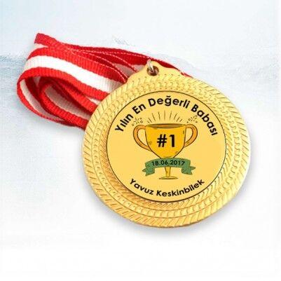 - Yılın En Değerli Babası Madalyonu