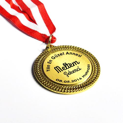 Yılın En İyi Annesi Madalyonu