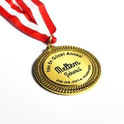 - Yılın En İyi Annesi Madalyonu